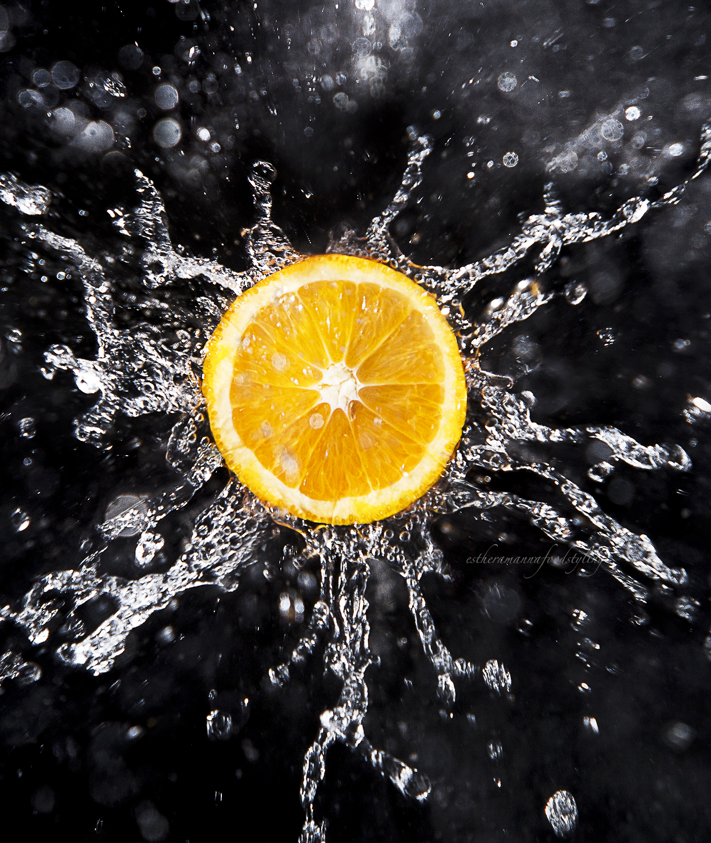 water splash over a slice of tangerine,Food stylist
